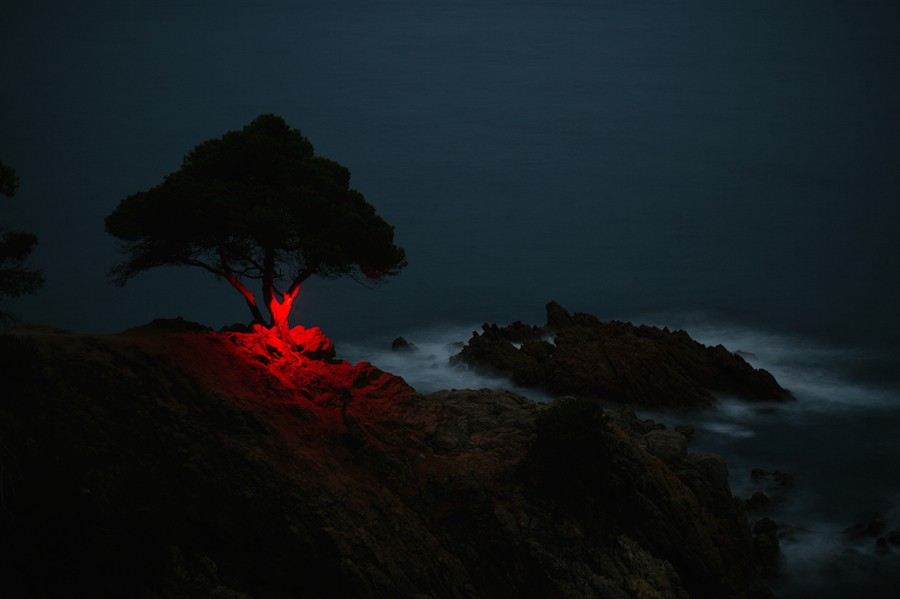 mysterious-red-lights-installations-in-spain-2